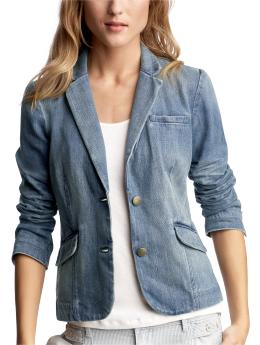 Denim Jackets. This staple wardrobe piece is the ultimate in trans-seasonal dressing. This simple but sassy style can take any look from 0 to and with a whole range of styles, there is something to look good with everything.